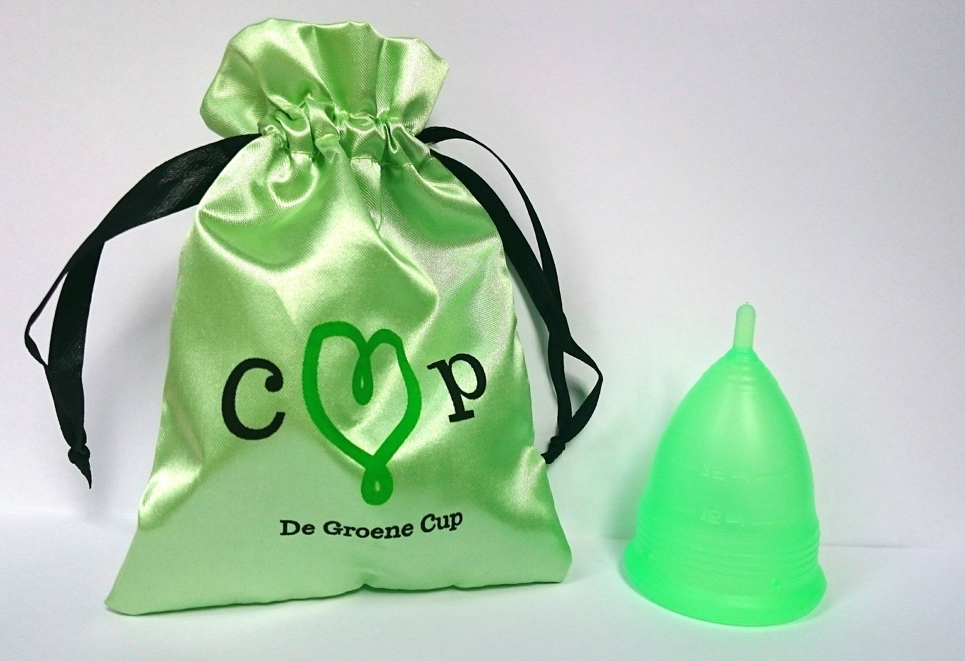 De Groen Cup ~ the green cup, with silk pouch